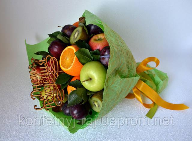 Букет з фруктів і слив