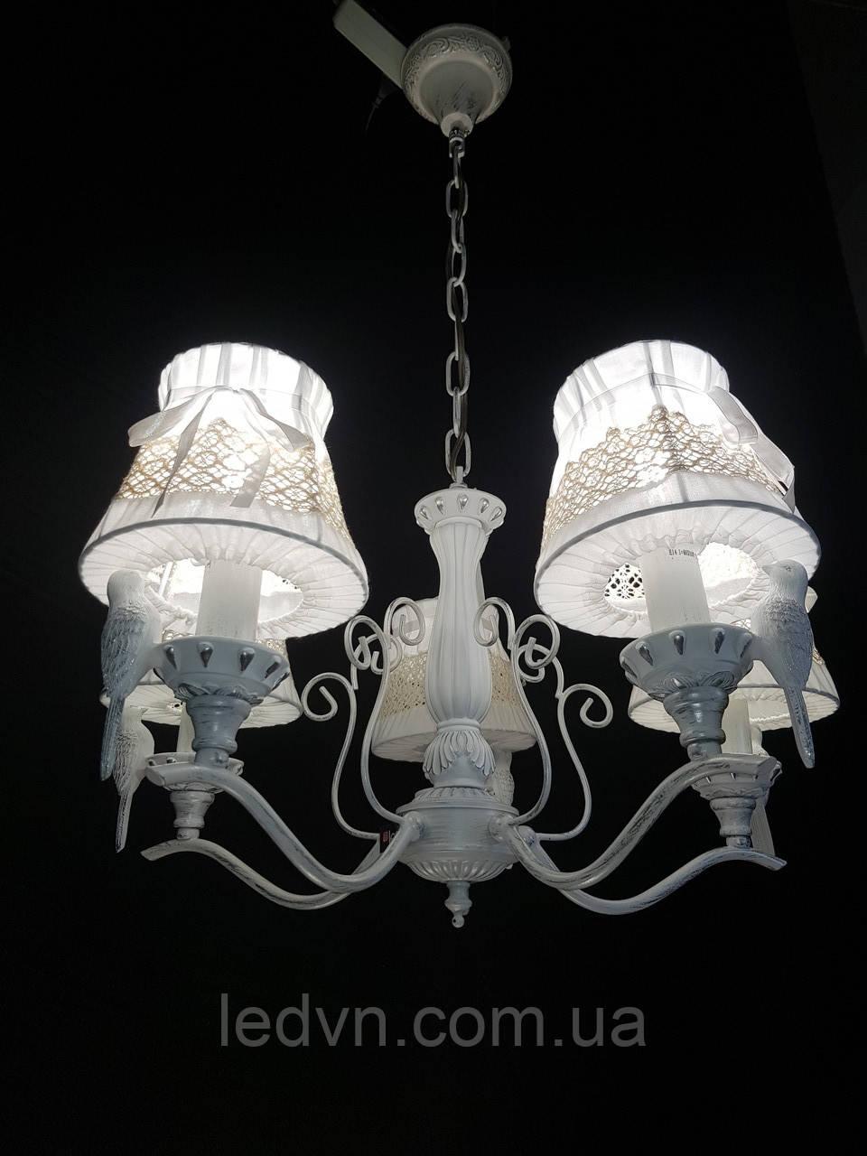 Классическая подвесная люстра с тканевыми абажурами (Птички)На 5 лампочек патина серебро