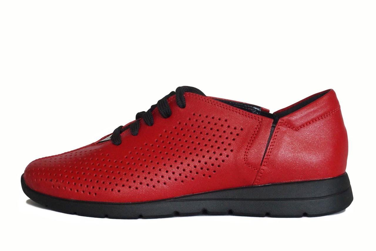 Красные женские летние туфли с перфорацией