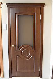 Міжкімнатні двері в темному кольорі зі склом