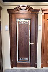 Міжкімнатні двері з масиву ясена і масивним порталом