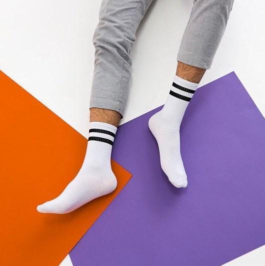 Белые спортивные носки с черными полосками SOX