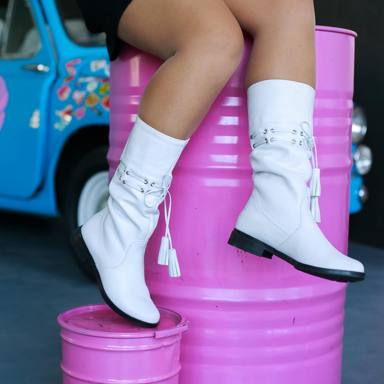 Белые кожаные сапоги фабричная обувь