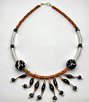 Ожерелье из камней с металлическими вставками