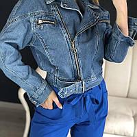 Женская джинсовая короткая куртка с молниями