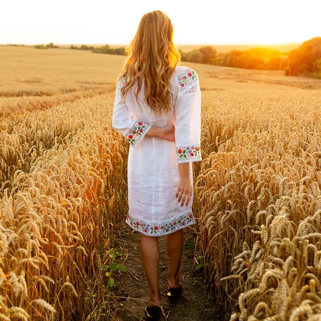 Белое платье вышиванка с цветами Ятрань