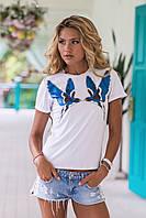 Белая женская футболка с синими птичками