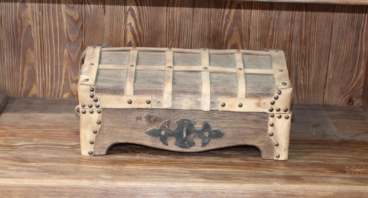 Сундук деревянный с кованными элементами