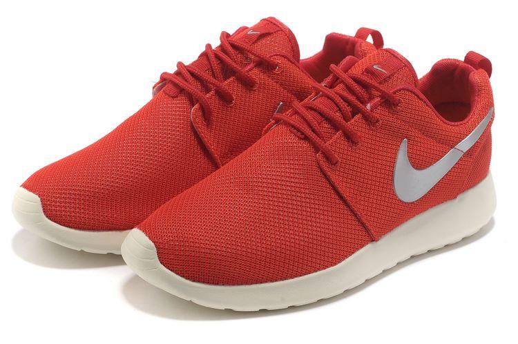1110c653 Кроссовки женские Nike Roshe Run красные - Интернет магазин обуви Shoes-Mania  в Днепре