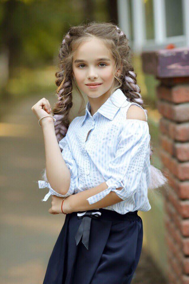 Рубашка блузка школьная для девочки открытые плечи.