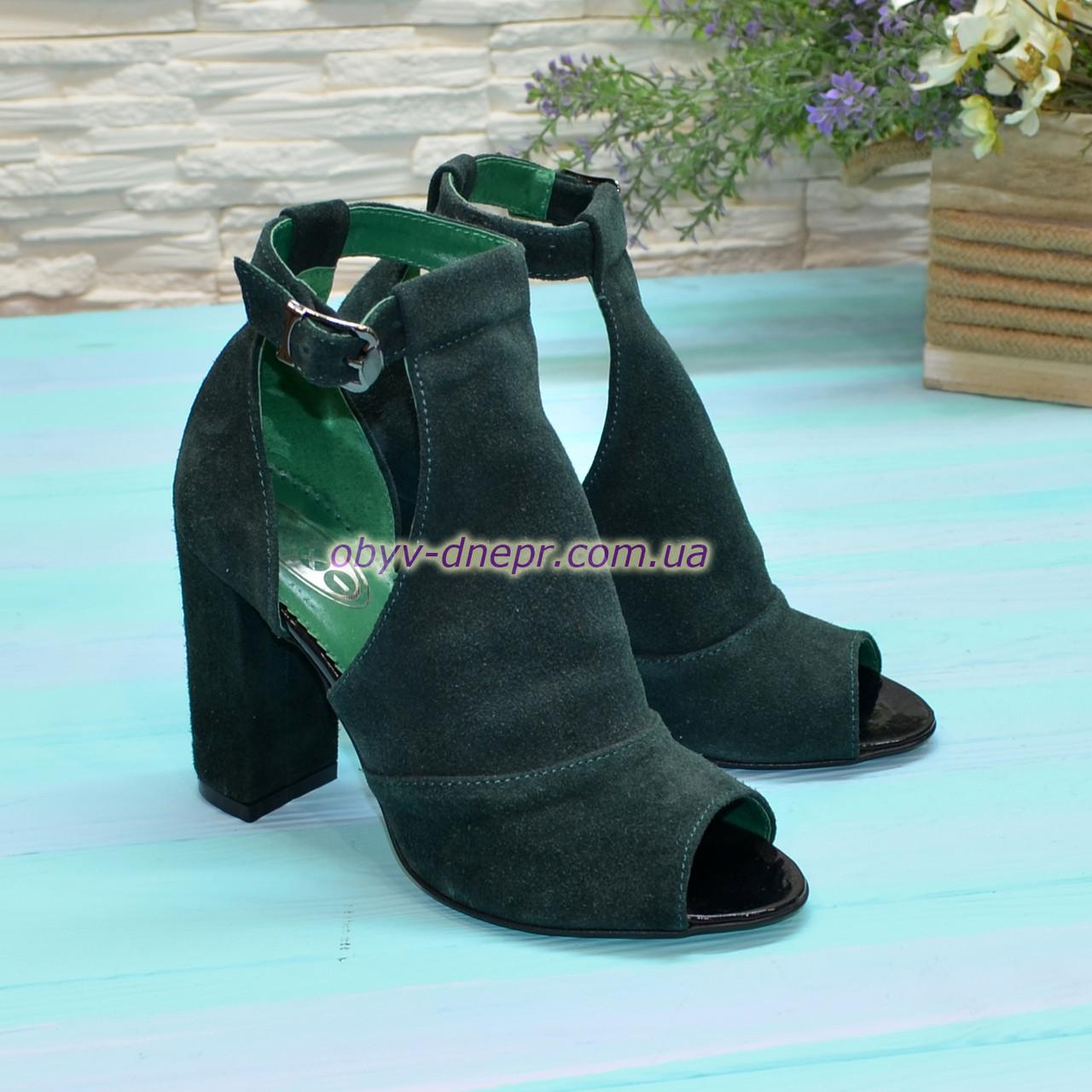 Женские замшевые босоножки на устойчивом каблуке, цвет зеленый