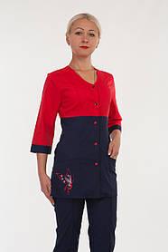 Женский медицинский костюм на кнопках с вышивкой