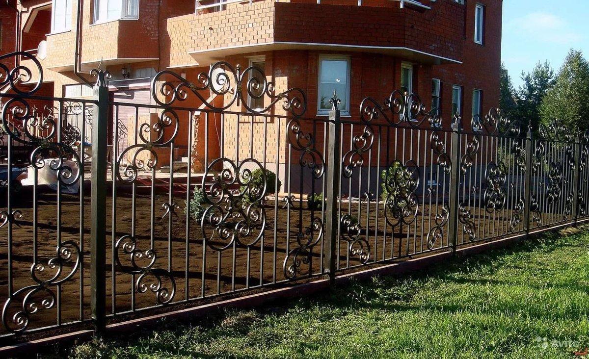 Забор кованый секционный