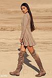 Короткое трикотажное платье с длинным рукавом бежевое, фото 2