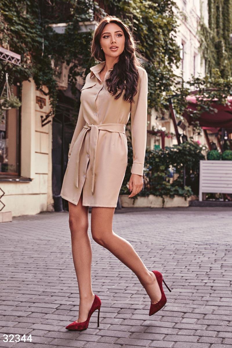 Короткое платье рубашка с поясом бежевое