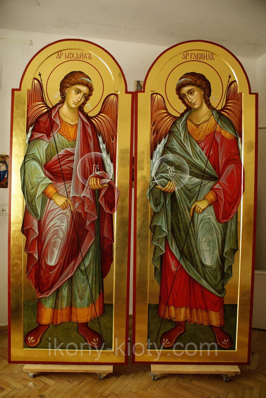 Иконы Архангела Михаила и Архангела Гавриила. Дьяконские врата иконостаса.