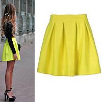 Женская юбка желтого цвета с молнией сзади и свободного кроя по бедрам