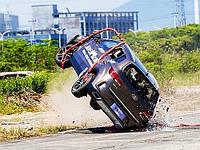 FAW (Фав) провел уникальный краш-тест, сбросив авто с вертолета