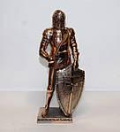 Большая статуэтка (фигурка) средневекового воина с медным покрытием
