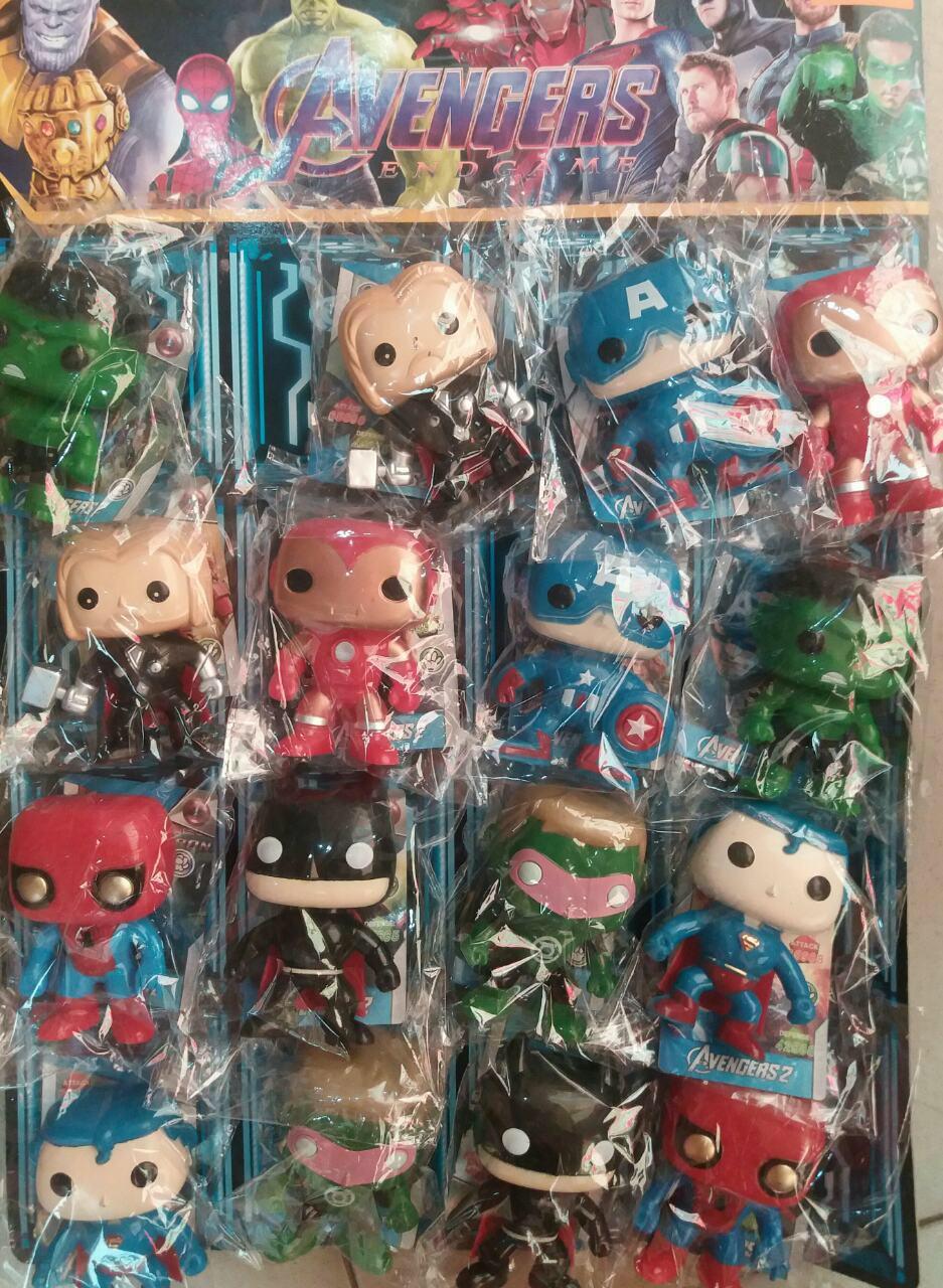 Супергерои большие на листе