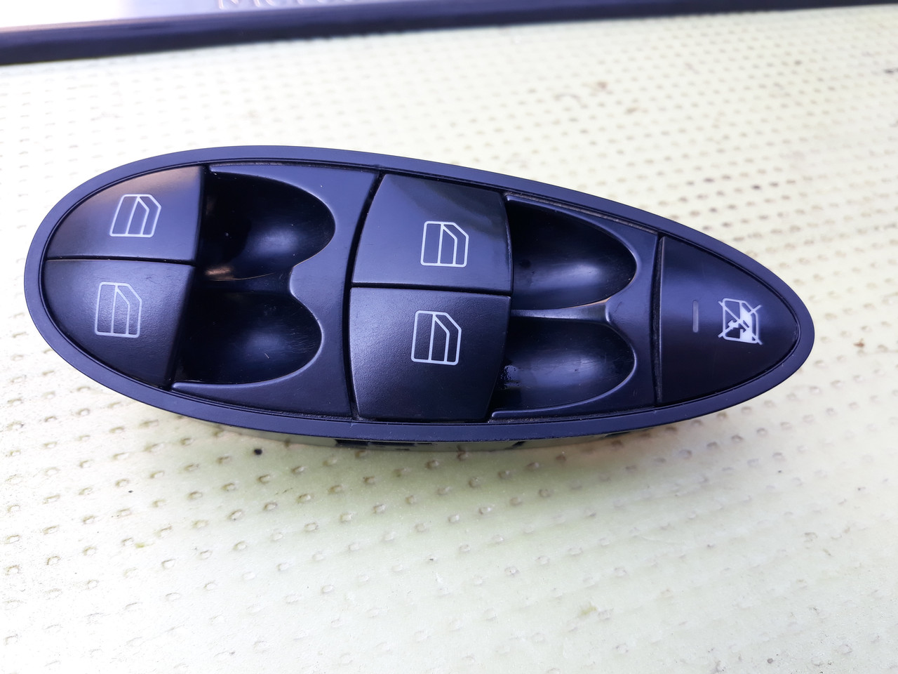 Блок кнопок стеклоподьемников стеклоподъемников  Mercedes W211 A2118213579 2118213579
