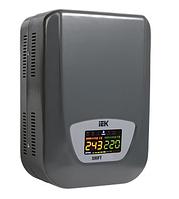 Стабилизатор напряжения электро-механический настенный серии Shift 3,5 кВА IEK