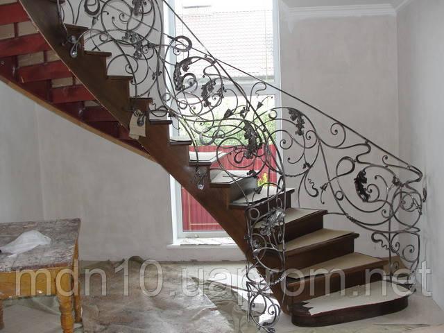 Кованое ограждение радиусной лестницы