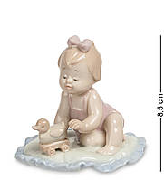 Фигурка Pavone Девочка с игрушкой-уточкой 8.5 см (104349), фото 1