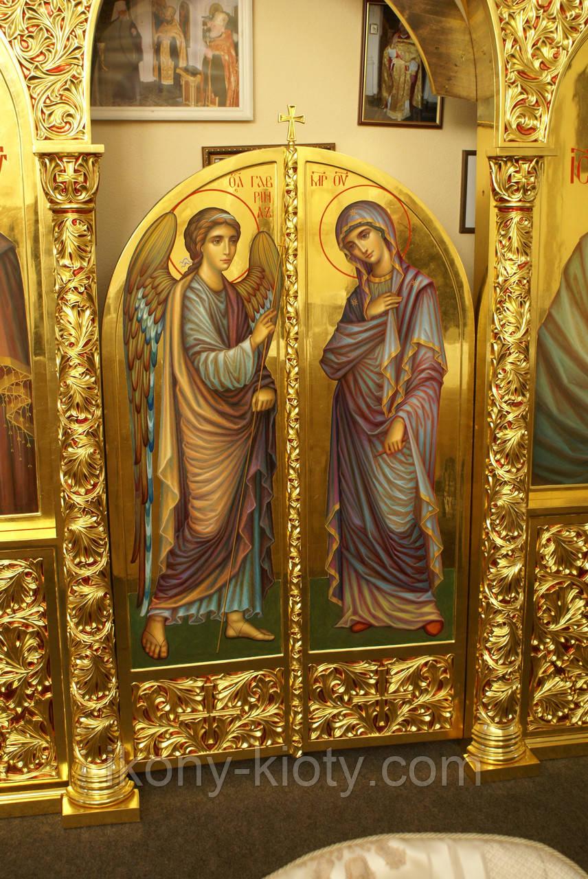 Иконы Пресвятой Богородицы и Архангела Гавриила. Царские врата иконостаса.