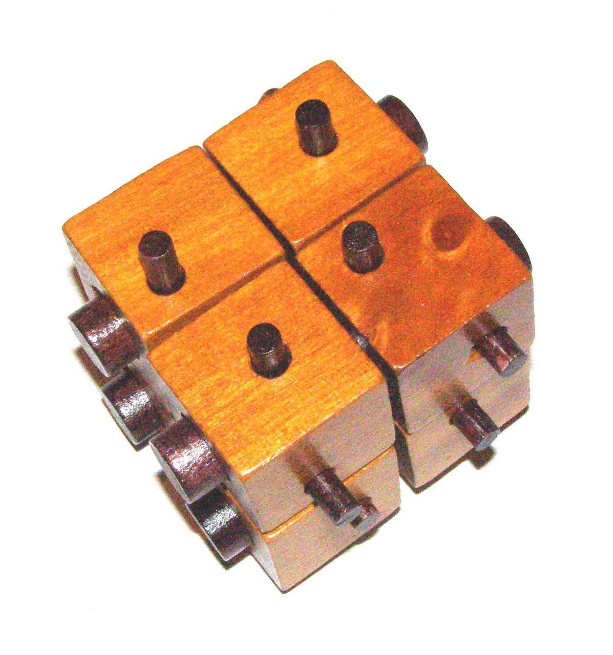 Головоломка деревянная Куб с палочками Kronos Toys (krut_0174)