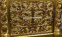 Позолота сусальным золотом резных панно и колонн  иконостаса.