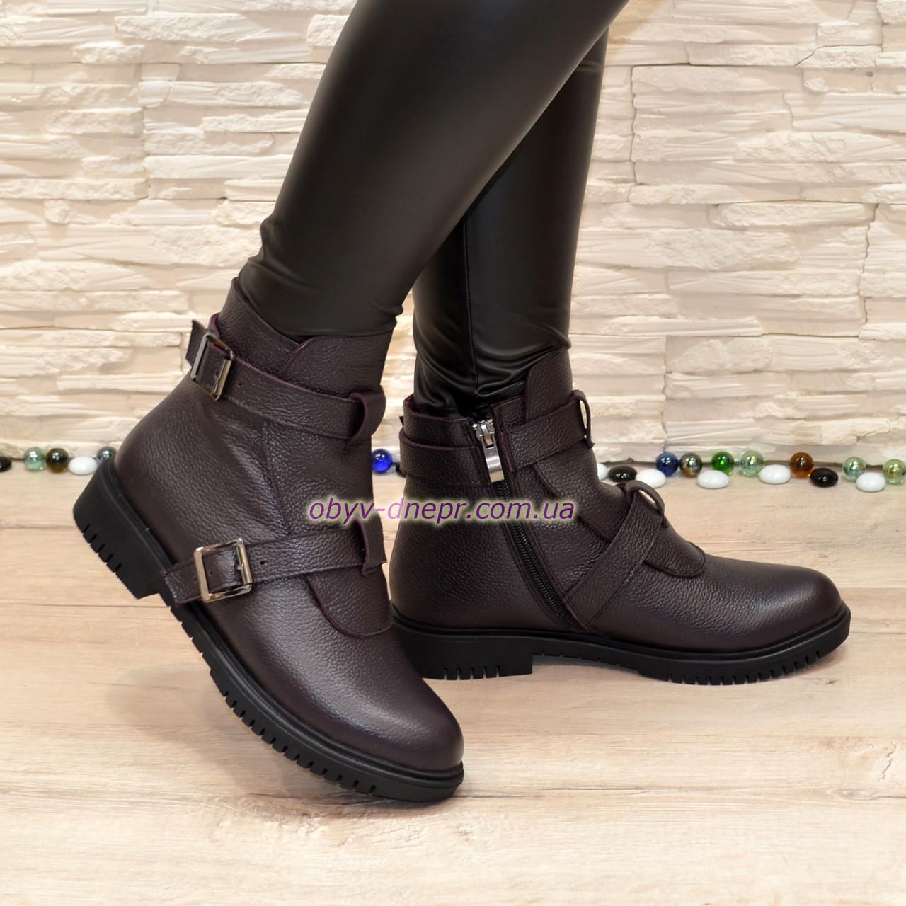 Ботинки кожаные демисезонные на низком ходу, декорированы ремешками, цвет баклажан