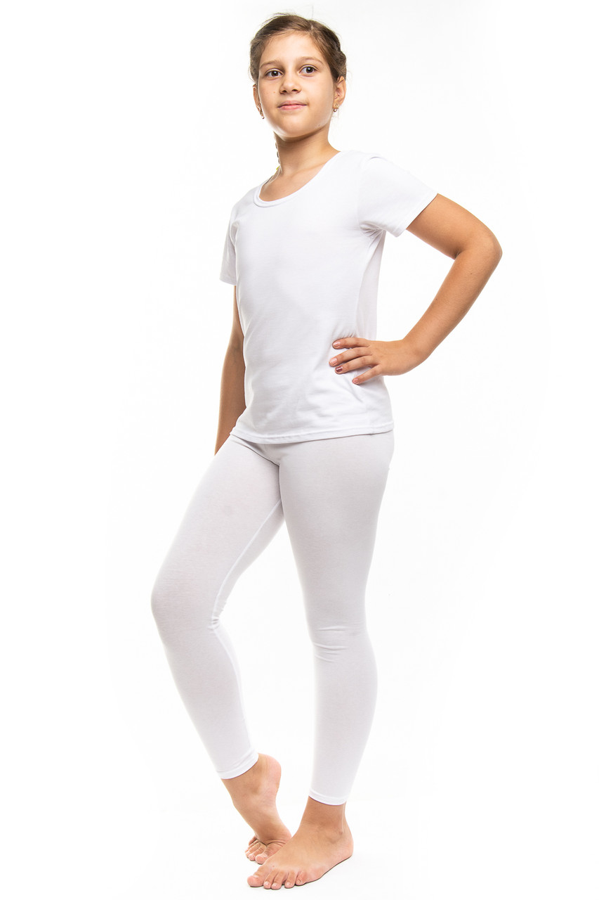 Белая спортивная футболка