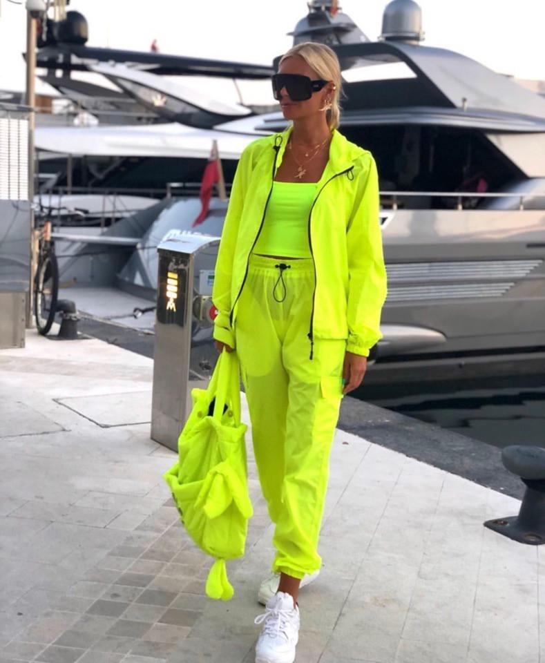 Плащевый женский неоновый костюм с мастеркой на молнии 7105685