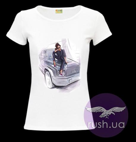 Футболка женская с принтом девушка и машина