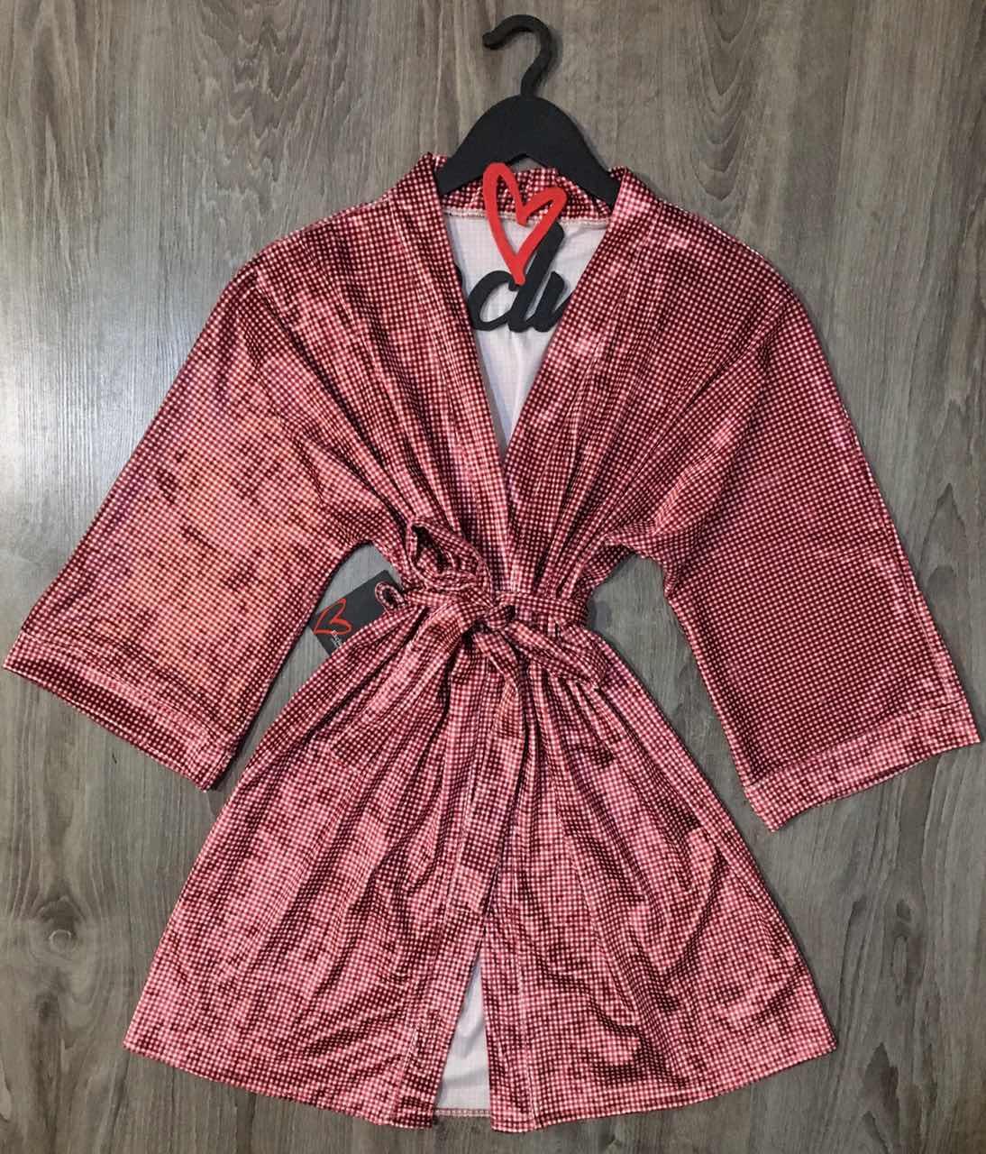 Бордовый велюровый халат в клеточку.