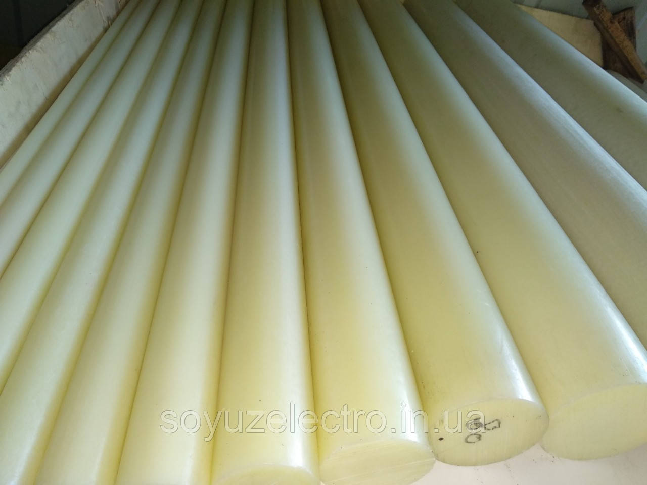 Полиамид ПА 6 стержень 50 мм (Капролон стержневой)