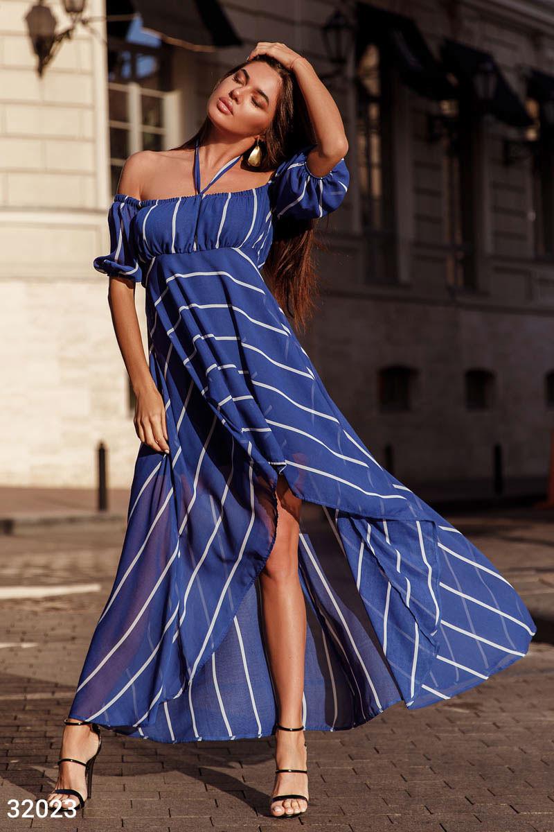Асимметричное платье из шифона с открытыми плечами в полоску