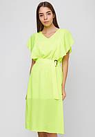 Летнее яркое женское платье из легкой ткани миди, рюшами на рукавах, с поясом.