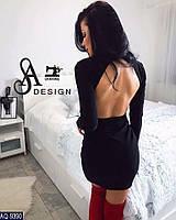 Женское трикотажное платье с открытой спиной