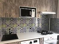 Панель под плитку для кухни из стекла