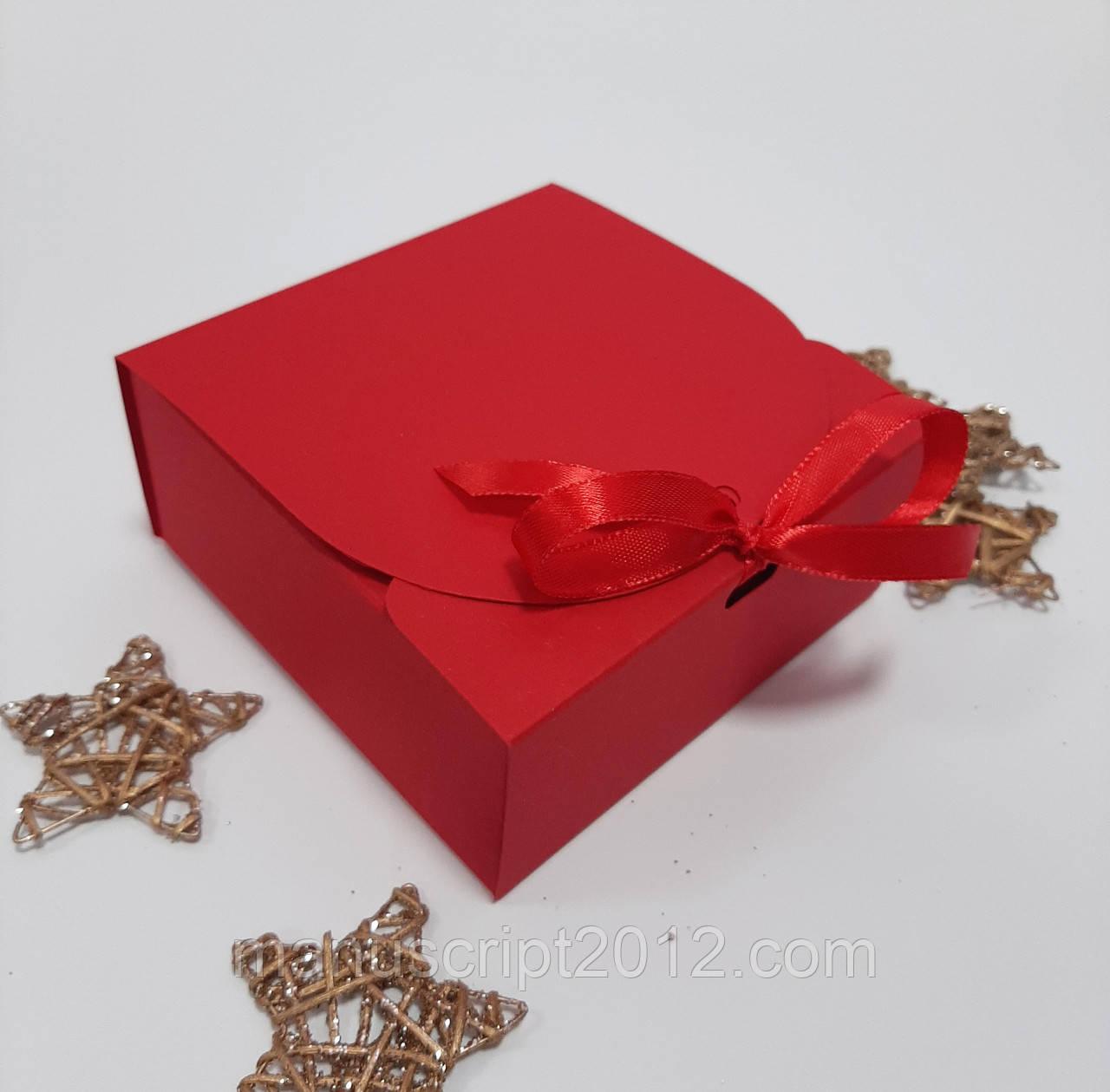 Коробка квадратная 115х115х50 мм красная