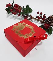Коробка 115х115х50 мм червона новорічна