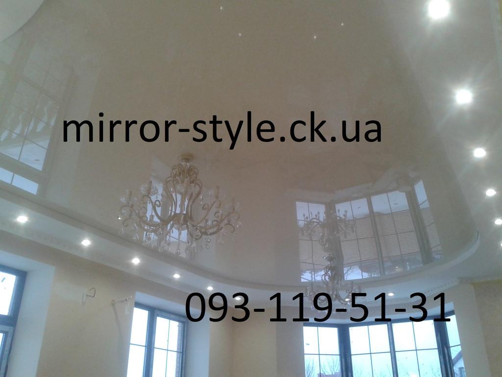 Глянцевый натяжной потолок в большой гостиной г. Черкассы