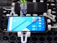 Google тестує плавність інтерфейсу в Android за допомогою робота