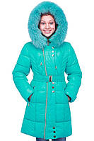 Яркая зимняя детская куртка с капюшоном