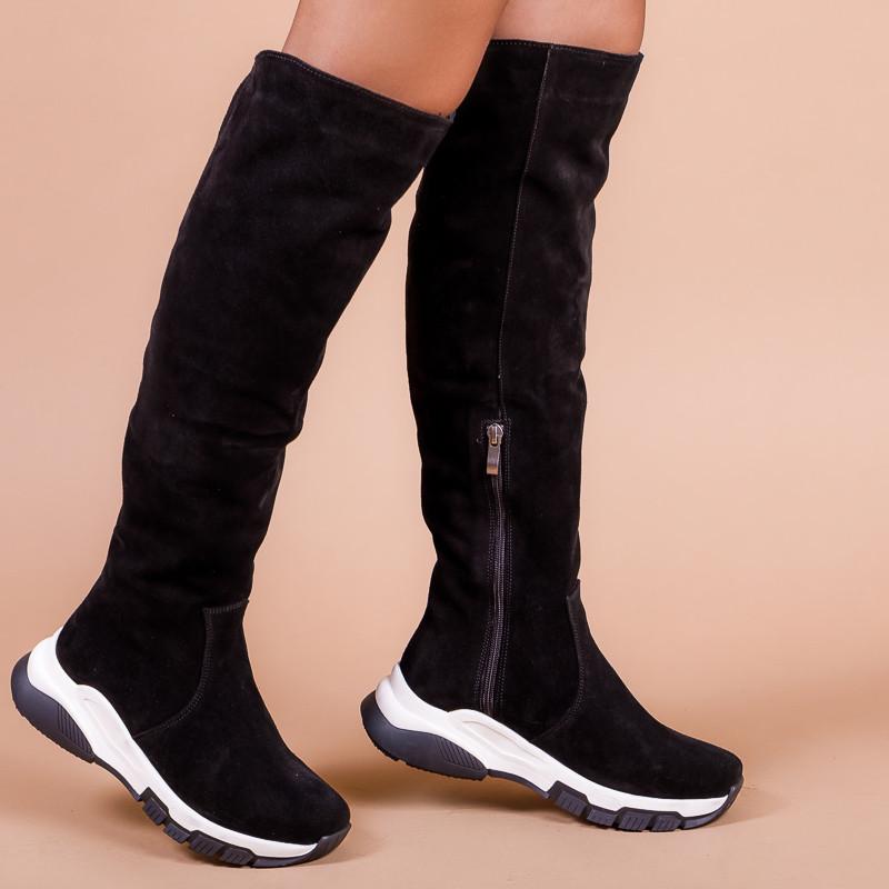 Жіночі чорні замшеві чоботи на чорно-білій підошві. Індивідуальний пошив.