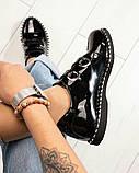 Стильные лаковые женские туфли с люверсами, фото 4
