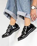 Стильные лаковые женские туфли с люверсами, фото 6