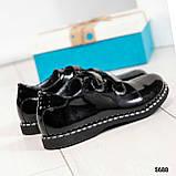 Стильные лаковые женские туфли с люверсами, фото 7
